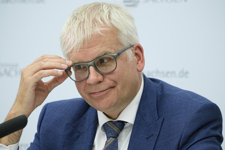 Sachsens Finanzminister Hartmut Vorjohann (57, CDU) stimmt auf schwierige Finanz-Zeiten im Freistaat ein.