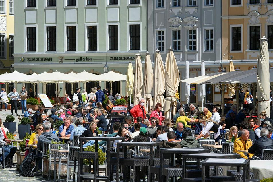 """Die Dresdner Gastronomie (im Foto das Restaurant """"Zum Schwan"""" am Neumarkt) hatte sich schon auf die Konzert-Touristen gefreut."""