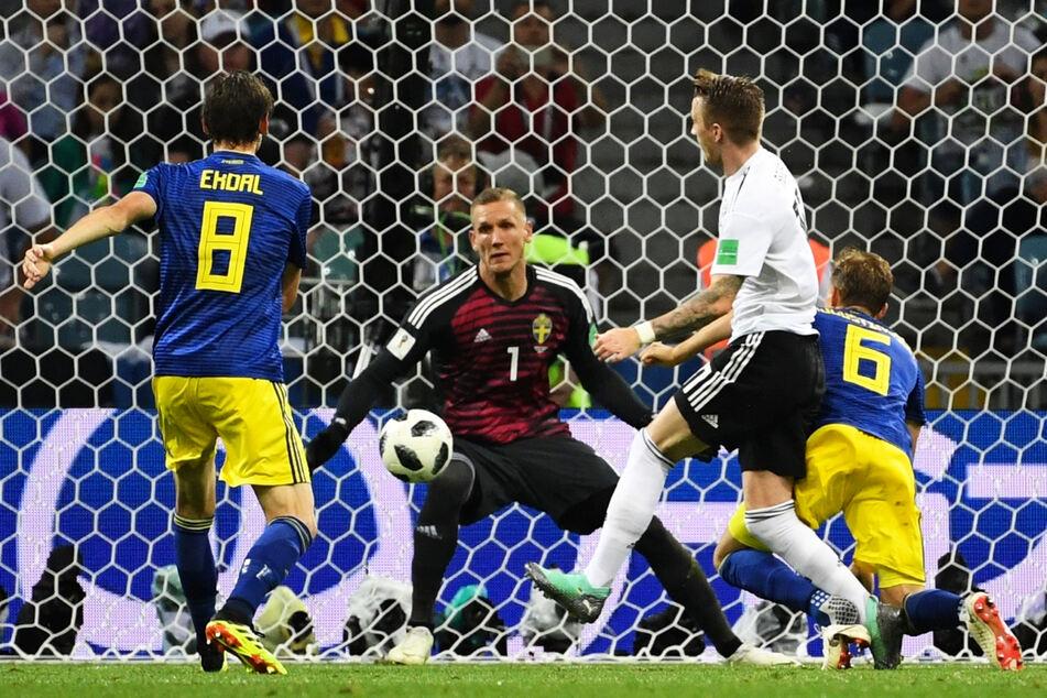 Robin Olsen (31, 2.v.l.) war auch bei der WM 2018, wo es zum Aufeinandertreffen mit Deutschland kam, Schwedens Stammtorwart.