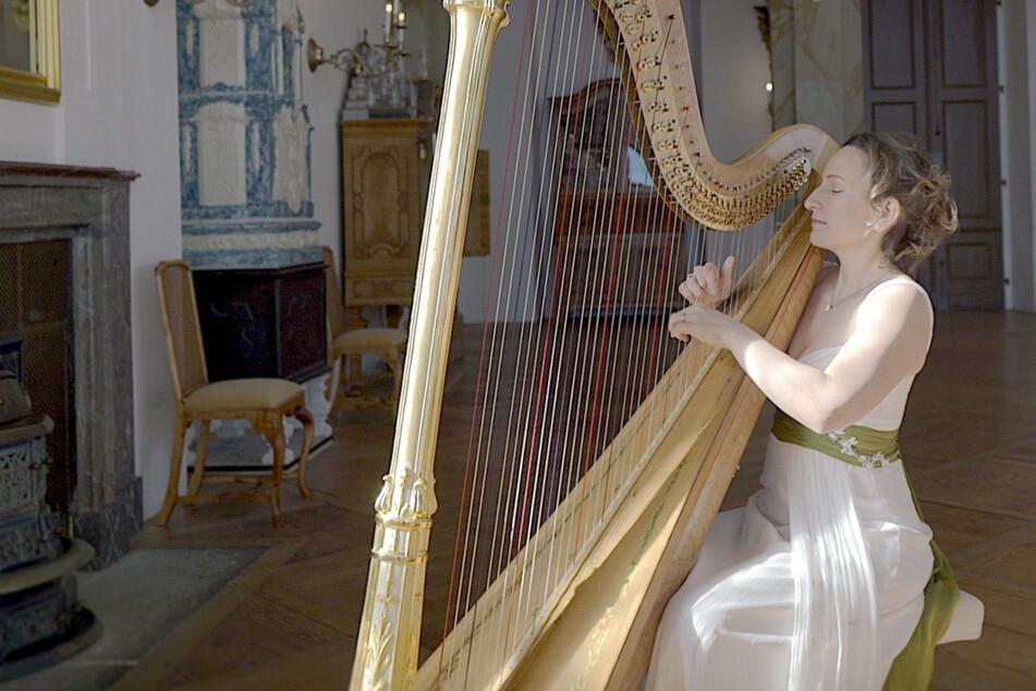 Dresden: Harfenspiel zum Corona-Test: Sarah Christ gibt ein Konzert im Kulturpalast-Testzentrum