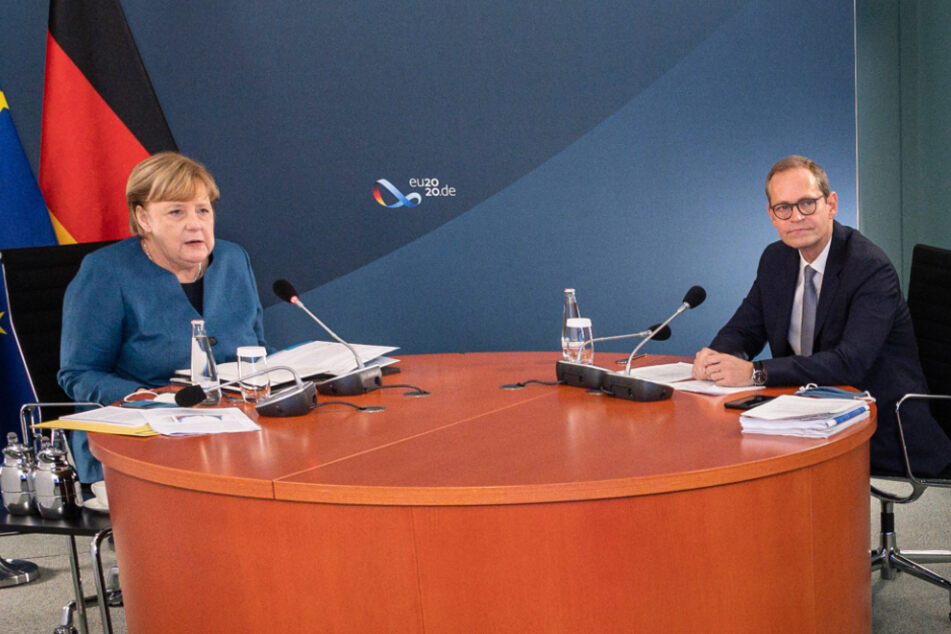 Bundeskanzlerin Angela Merkel und der Regierende Bürgermeister von Berlin, Michael Müller (55), zu Beginn der Ministerpräsidentenkonferenz im Kanzleramt.