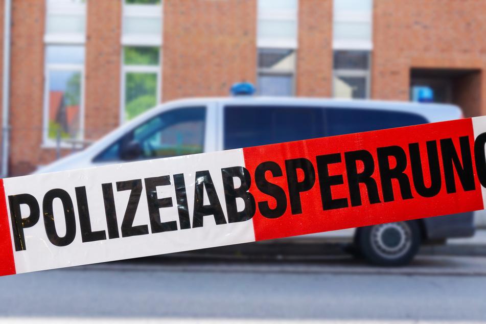 Die Polizei ermittelte am Tatort. (Symbolbild)