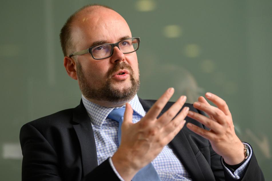 Sachsens Kultusminister Christian Piwarz (46, CDU) erwägt, für die Zeit nach den Herbstferien die Maskenpflicht im Schulunterricht abzuschaffen.