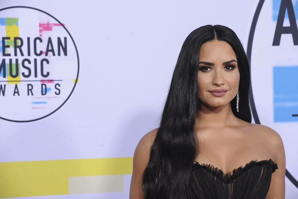 Demi Lovato shows off her new mask and is both amused and disturbed
