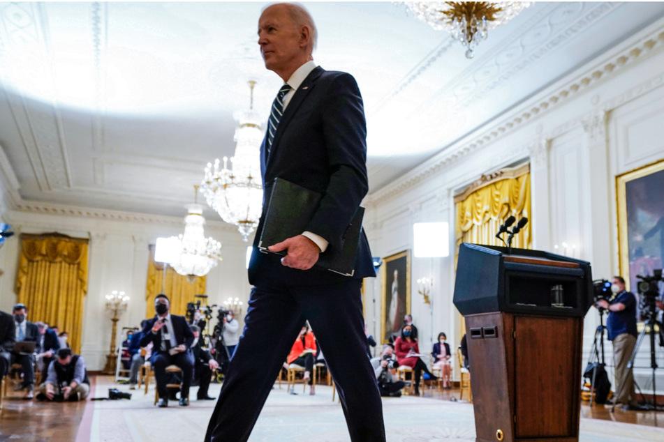 Nach der Pressekonferenz ging US-Präsident Biden geschwind von dannen.