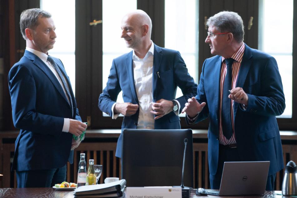 Michael Kretschmer (44, CDU), Ministerpräsident von Sachsen, Ralph Schreiber (39, CDU), Pressesprecher, und Thomas Popp (58, CDU), Staatssekretär für Digitalisierung,