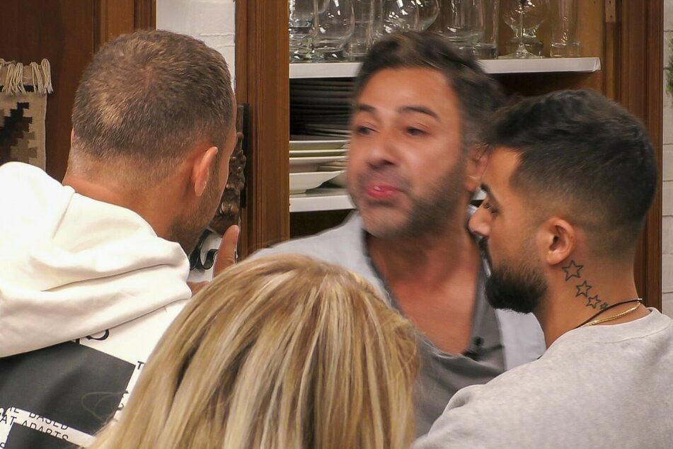 Auslöser des Eklats: Kubilay spuckt Andrej ins Gesicht.