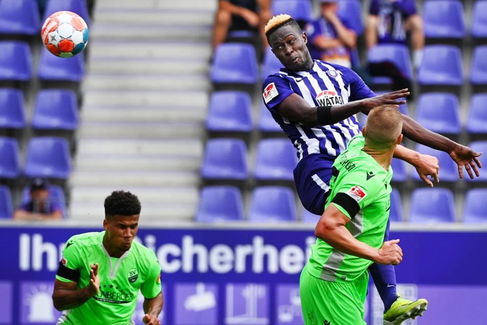 Babacar Gueye (26, M.) bei seinem ersten Saisontreffer für Aue. Er köpfte das zwischenzeitliche 1:1 daheim gegen Sandhausen.