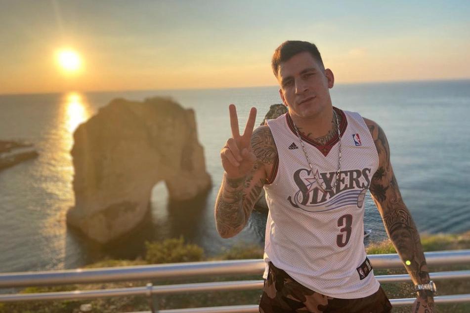 """Auch """"romantische"""" Bilder mit Sonnenuntergang am Meer teilt Gzuz (32) auf Instagram."""