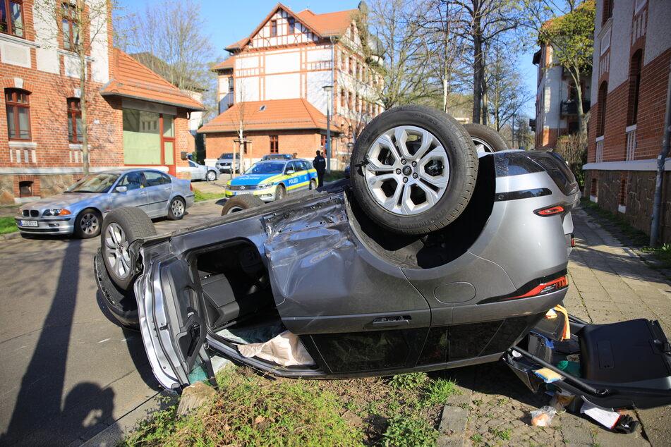 Leipzig: Auto überschlägt sich nach Kreuzungscrash