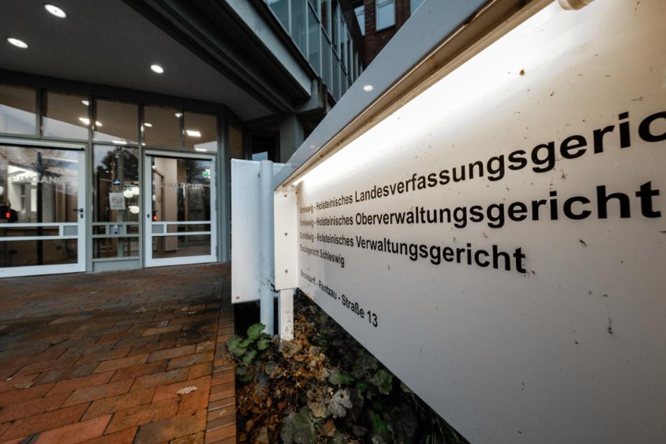 Das Oberverwaltungsgericht Schleswig hat sich mit der Maskenpflicht an Schulen befasst. (Archivbild)