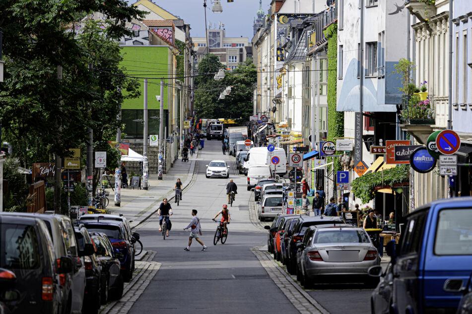 Das Bild zeigt ein Abschnitt der Alaunstraße. In der Dresdner Neustadt wurde ein 26-Jähriger von drei Männern beraubt. (Symbolbild)