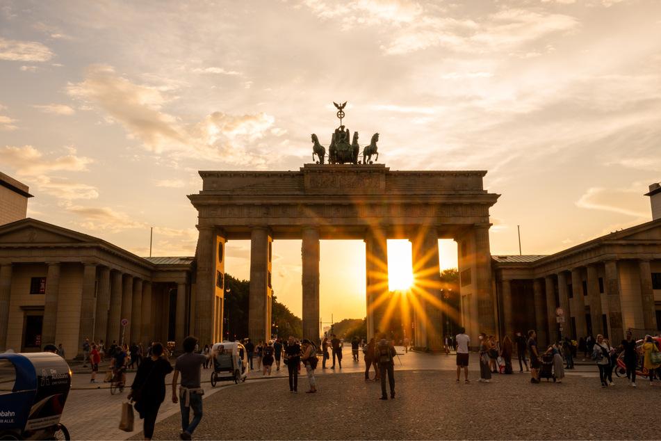 Am Brandenburger Tor soll die Aktion anlässlich des Weltfriedentags losgehen.