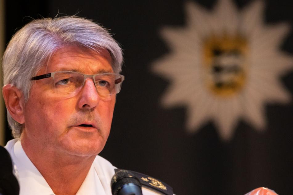 Reinhard Renter, Polizeipräsident von Offenburg, spricht auf der Pressekonferenz über den Stand der Ermittlungen.