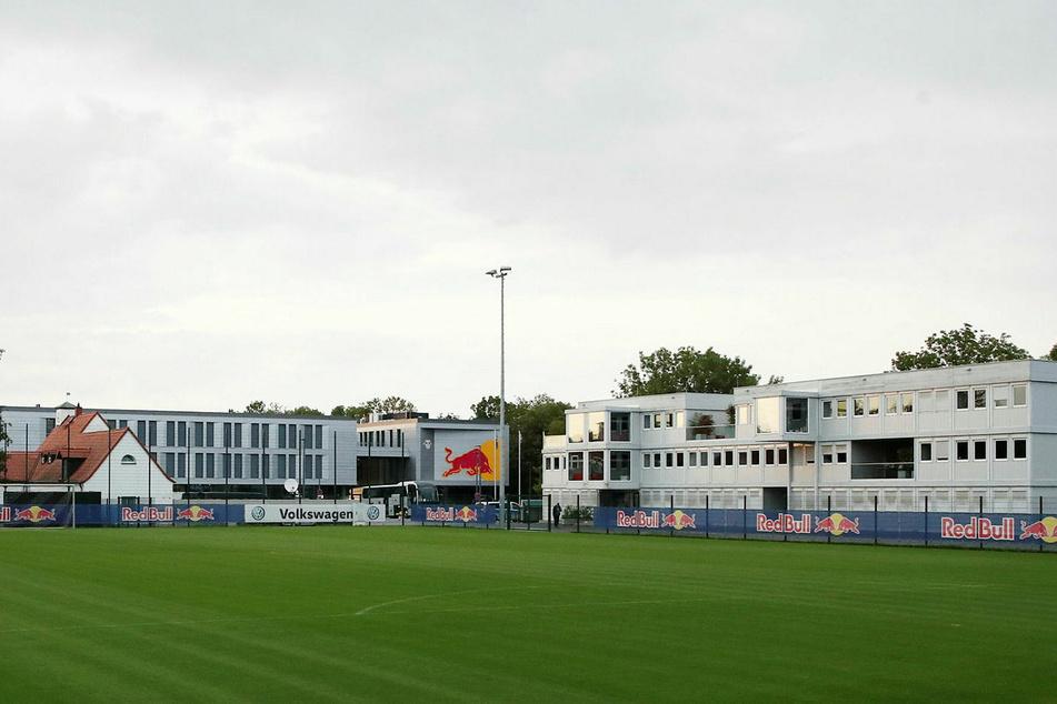 Nach dem Abzug vom Neumarkt steht die provisorische Container-Geschäftsstelle aktuell noch neben der RB-Akademie am Cottaweg.