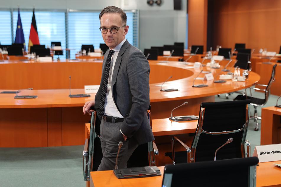 Außenminister Heiko Maas (SPD) wartet auf den Beginn der wöchentlichen Kabinettssitzung.