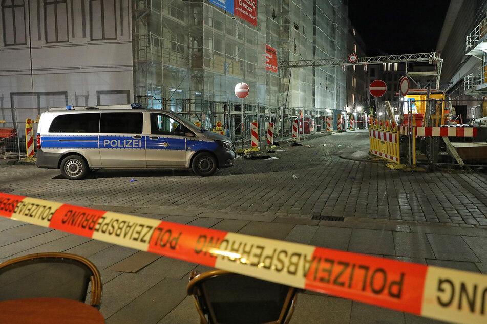 Die grausame Tat ereignete sich an der Ecke Schloßstraße/Rosmaringasse. Die Polizei sperrte den Tatort weiträumig ab.