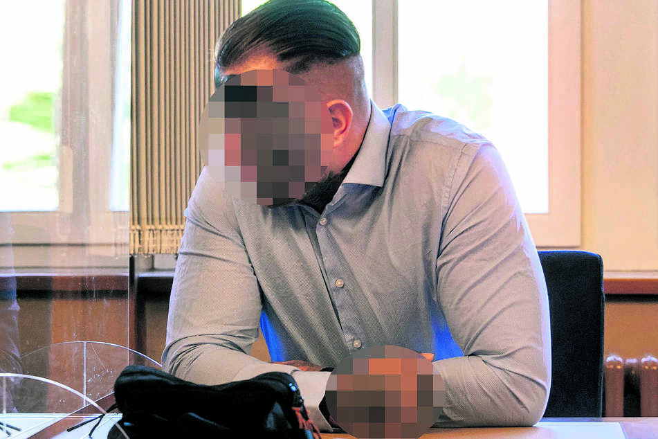 Philipp B. (31) hat viele Tätowierungen auf der Haut - die auf seiner Wade brachte ihn vor den Richter.
