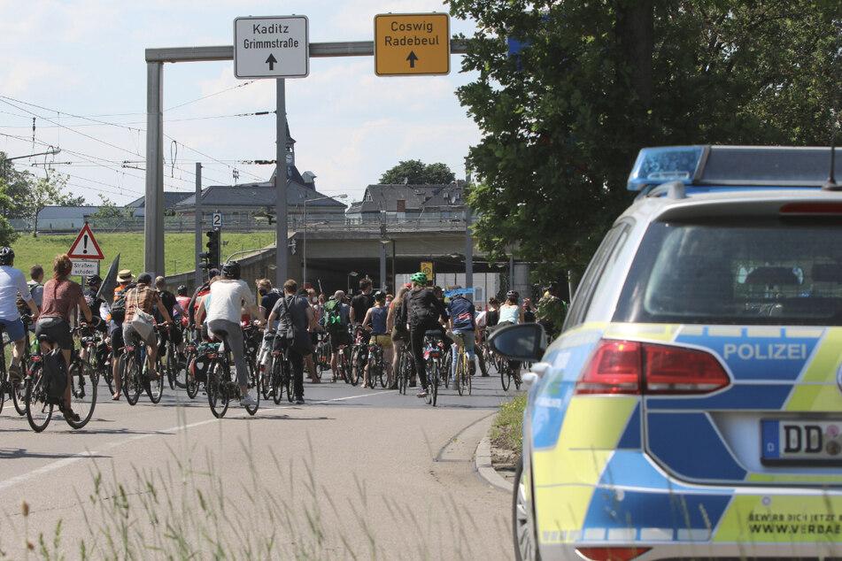 Kräfte der Bereitschafts- und der Verkehrspolizei sicherten die Demo ab.