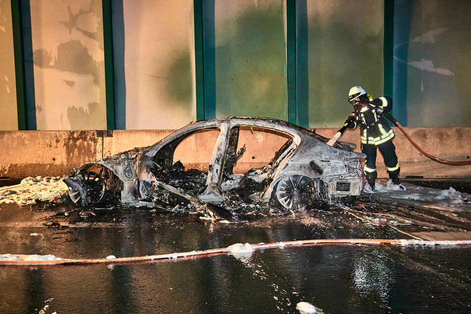 Die beiden Insassen des 5er BMW blieben unverletzt.