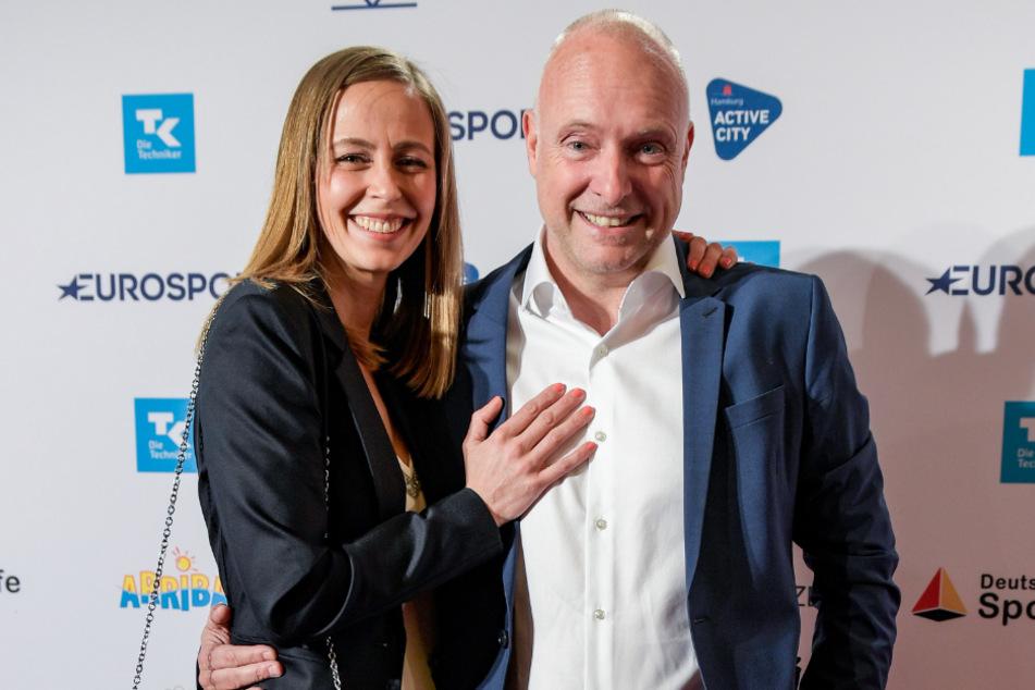 Die Sportjournalisten Frank Buschmann (55) und Lisa Heckl (38) haben geheiratet.