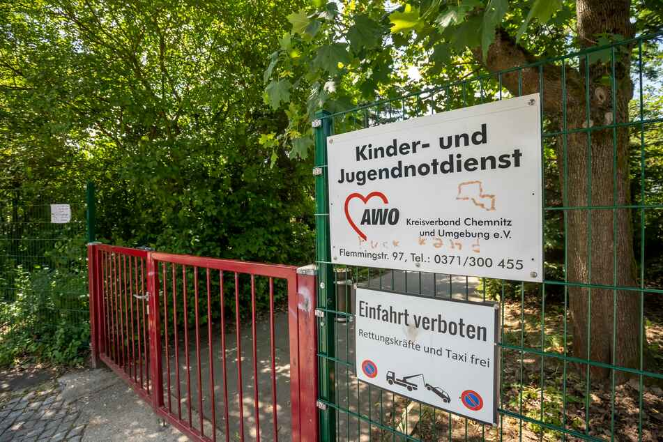 Um das Gelände des Kinder- und Jugendnotdienstes in Chemnitz Altendorf machten viele Anwohner einen großen Bogen.