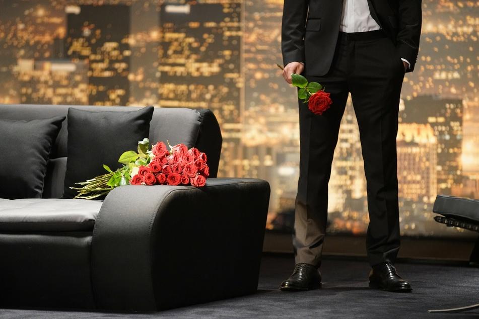 Wer eine Rose vom Bachelor bekommt, ist eine Runde weiter (Foto: ©RTL/Stefan Gregorowius).