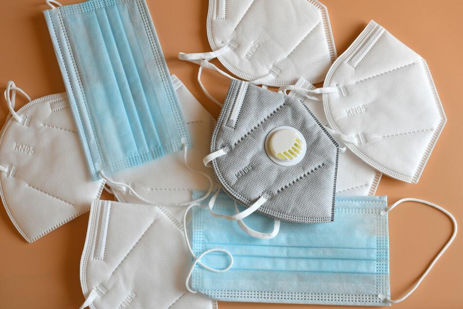 Papier, Plastik oder Restmüll? So entsorgt ihr Corona-Masken richtig!