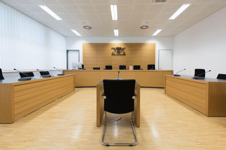 Mädchen (13) gefesselt und missbraucht? Sadomaso-Fan vor Gericht