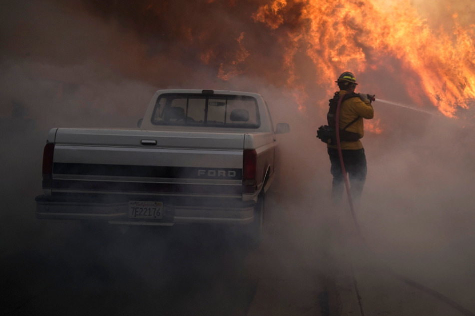 Over 60,000 evacuated in Orange County as brush fire swells to 2,000 acres