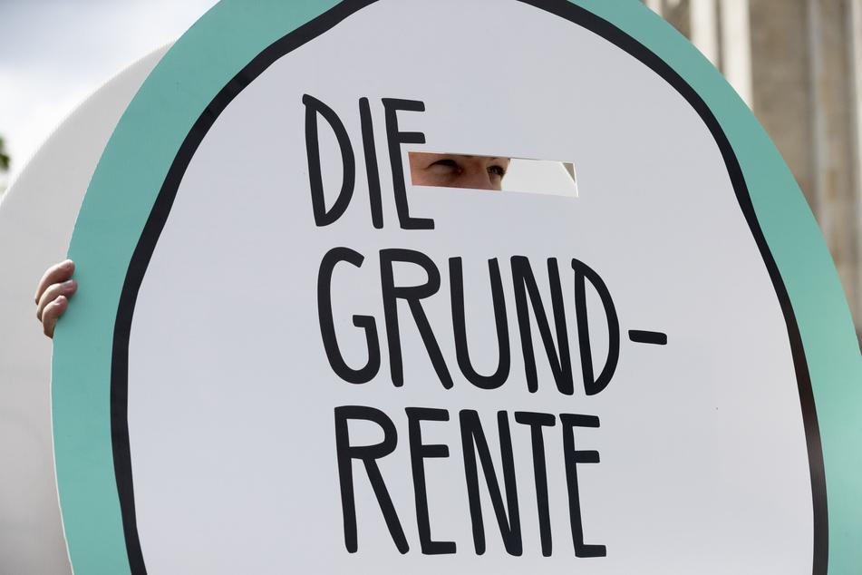 1,3 Millionen Deutsche mit kleiner Rente bekommen einen Aufschlag.
