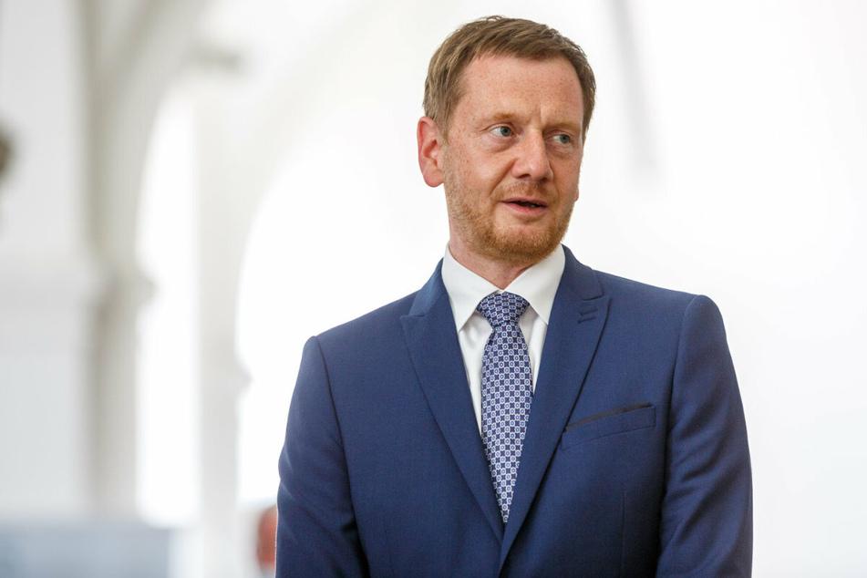 Ministerpräsident Michael Kretschmer (46, CDU) beglückwünschte die Einser-Schüler. (Archivbild)