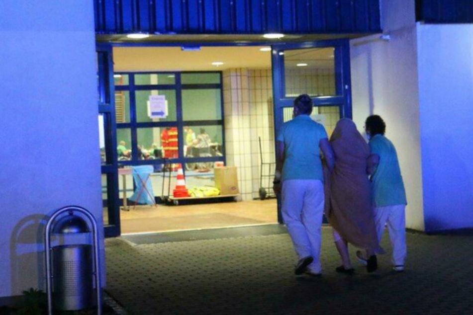 Feuer in Pflegeheim ausgebrochen: Bewohner soll Bett angezündet haben!