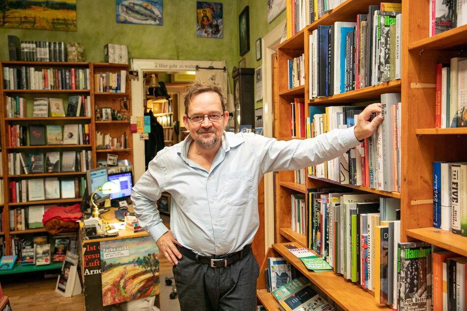"""Herzenssache: Jörg Stübing (55) von der Buchhandlung """"Büchers Best"""" unterstützt die Lichter-Aktion."""