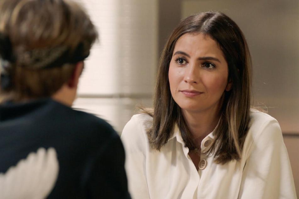 Laura spricht mit Moritz über ihre Beziehung zu Felix, der sie gegenüber Nazan als seine Ehefrau vorstellt.