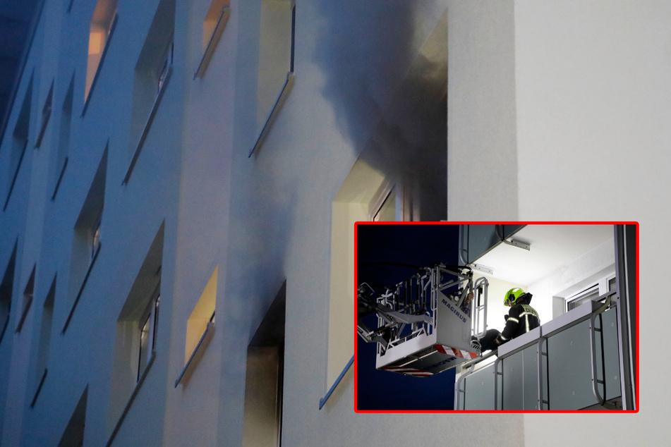 Chemnitz: Chemnitz: Mann wird bei Wohnungsbrand vom Balkon gerettet