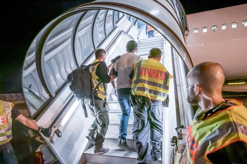 Behörden können wieder Abschiebungen nach Syrien prüfen. (Symbolbild)