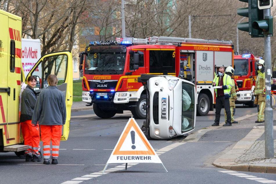 Kameraden der Feuerwehr sicherten den Unfallort ab.