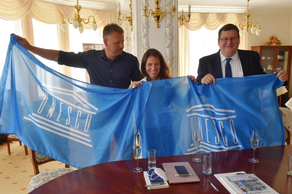 Die Ernennung zum UNESCO-Weltkulturerbe feierten Bürgermeister Jan Kuchar (l.) und seine Mitstreiter ausgelassen.