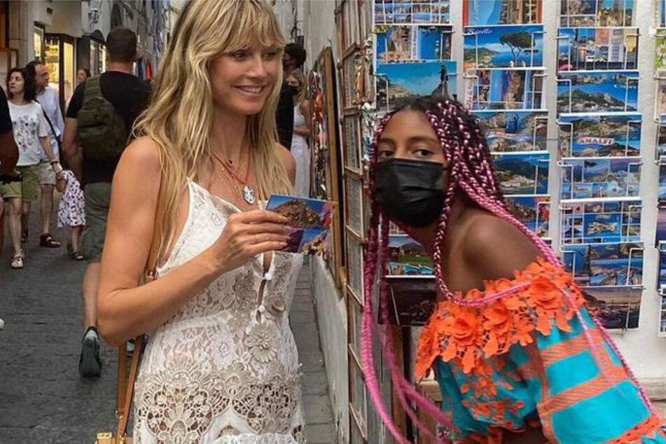 Lou (r., 11) ist die Tochter von Heidi Klum (l., 48) und Sänger Seal.