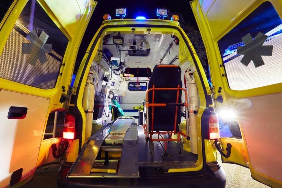 Rettungssanitäter forderten am Samstag die Polizei an, weil sich ein 53-Jähriger nach einem Zuckerschock-Anfall nicht behandeln lassen wollte. (Symbolbild)