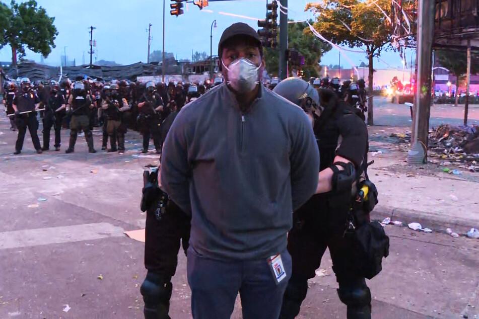 CNN-Reporter Omar Jimenez wurde ebenso vor laufenden Kameras verhaftet.