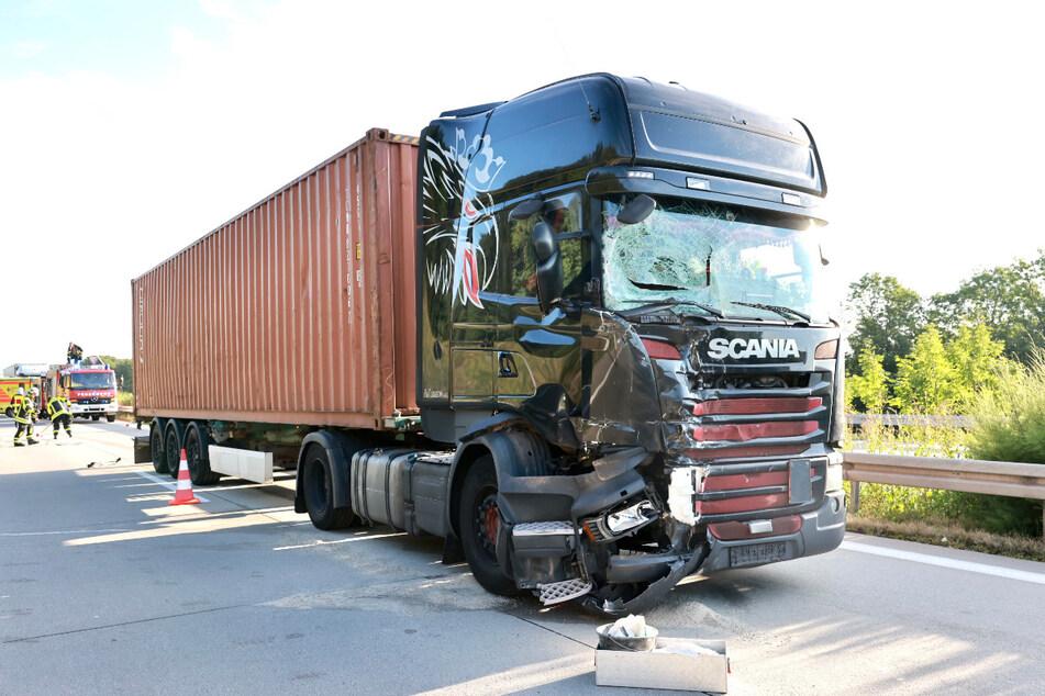 Auch der Truck wurde bei dem Auffahrunfall erheblich beschädigt.
