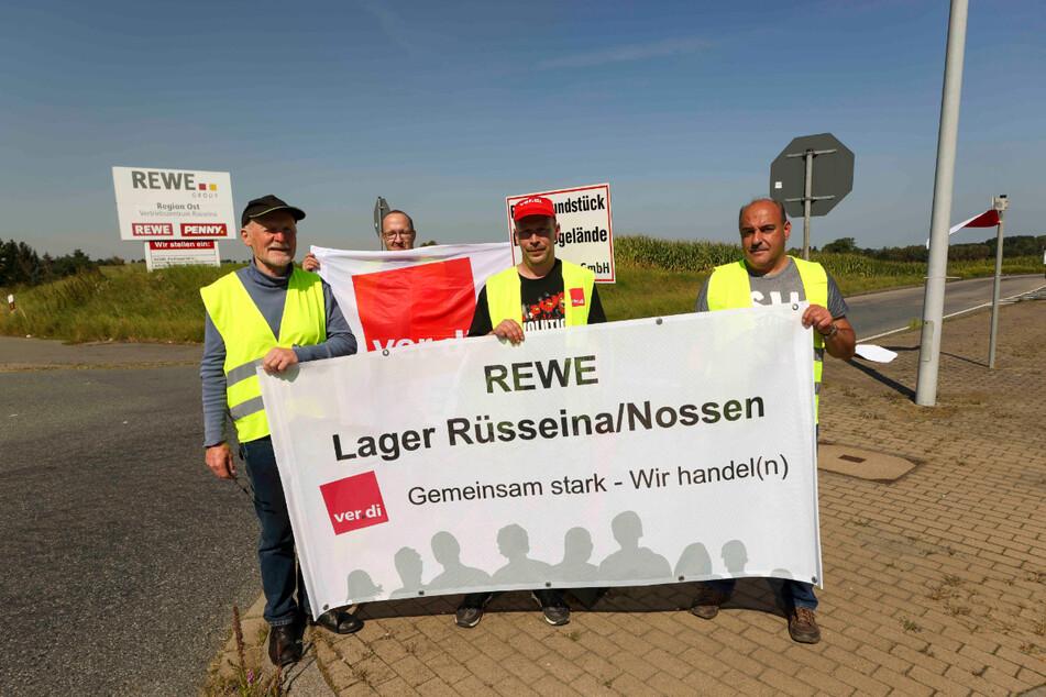 Seit gestrigem Mittwoch wird das Logistikzentrum von Rewe in Nossen bestreikt. Die Gewerkschaft ver.di verlangt für die Mitarbeiter im Handel eine Erhöhung der Löhne um 4,5 Prozent plus 45 Euro monatlich.