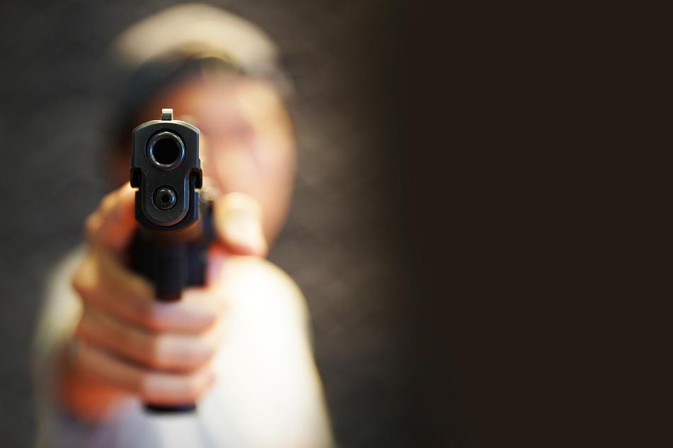 Eine Pistole durfte der Mann tragen. (Symbolbild)