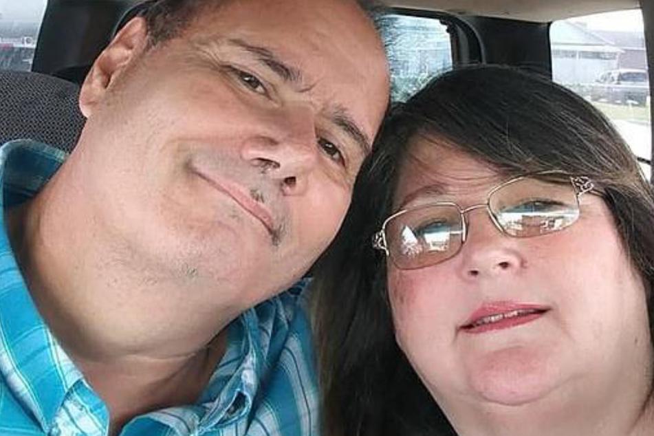 Lisa Steadman (58) fand ihren Ehemann Ron (55) tot im gemeinsamen Ehebett vor.