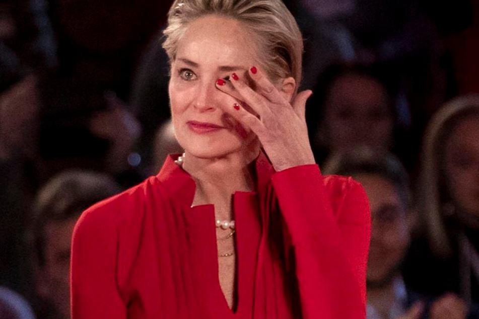 US-Schauspielerin Sharon Stone (63) erinnerte sich an ein düsteres Kapitel ihres Lebens zurück.