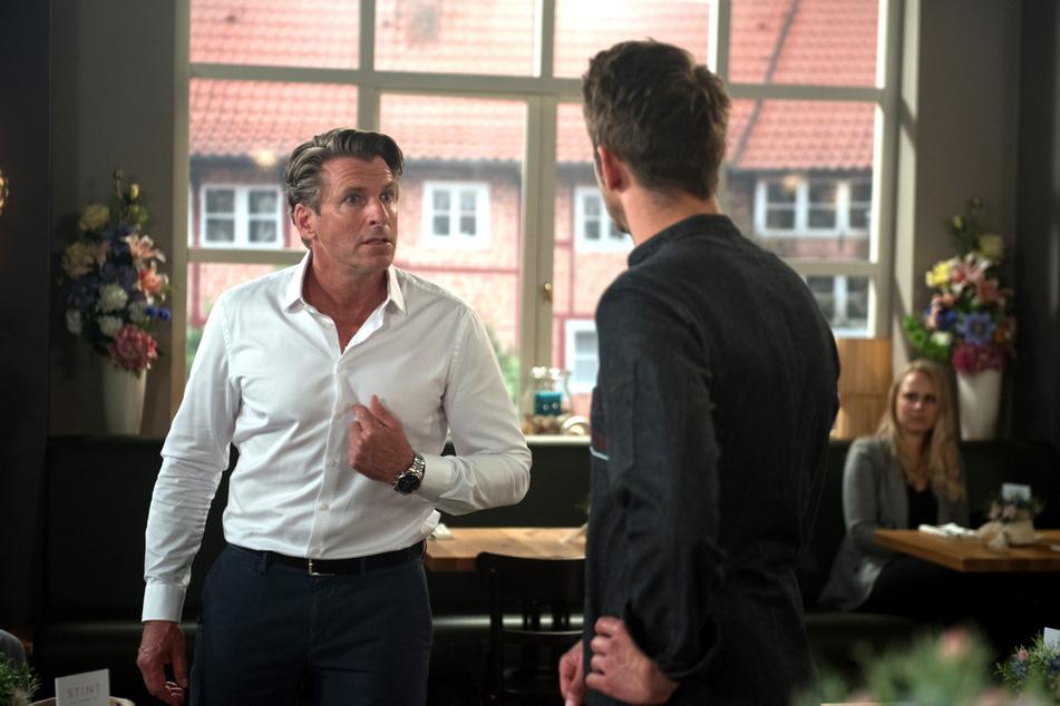 Alex und Henning geraten wegen des Hofs in Streit.
