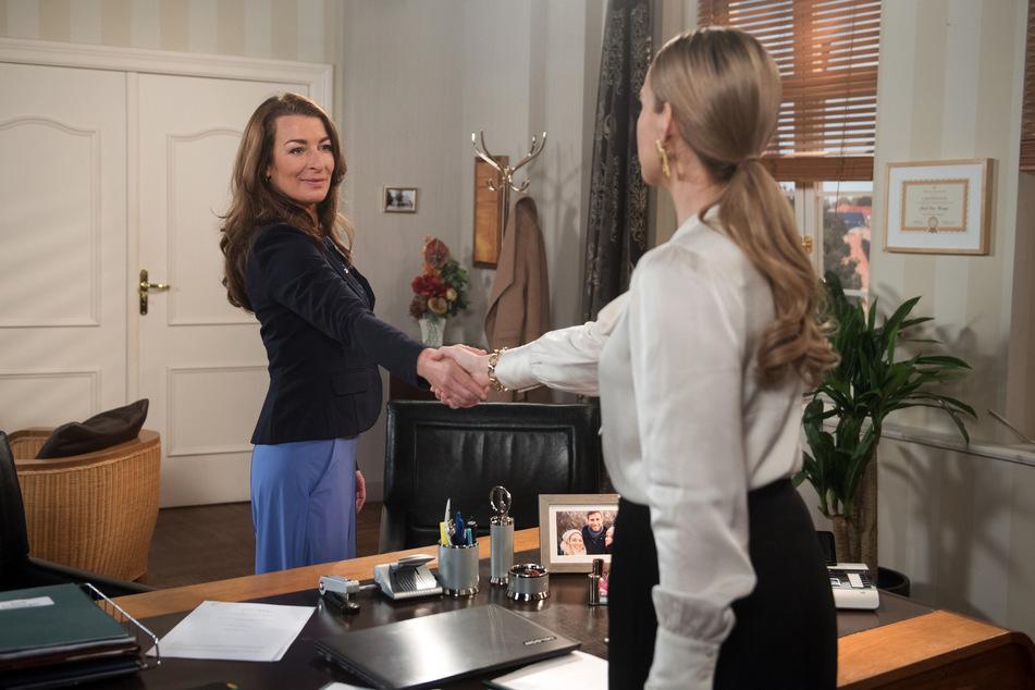 """""""Rote Rosen"""": Carla (l.) und Amelie (r.) gehen eine unheilige Allianz ein."""