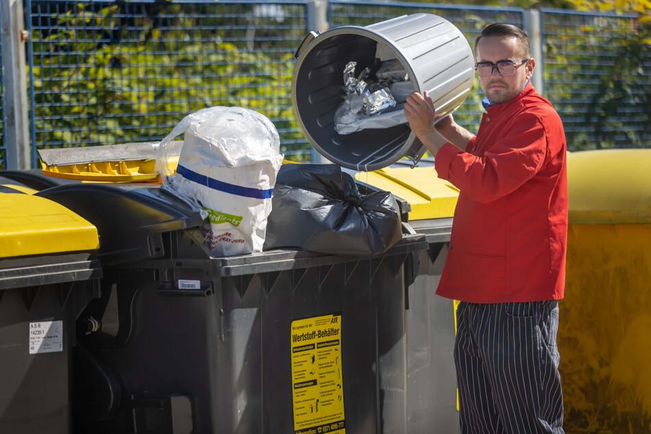 """Dass die Gelben Tonnen in den äußeren Stadtteilen nur alle vier Wochen geleert werden, bezeichnet CDU-Stadtrat Andreas Marschner (40) als """"hygienisches Desaster""""."""